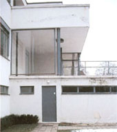 Tugendhat house, view from west, 1997. Damages in plaster and painting; (c) Zentralinstitut für Kunstgeschichte.